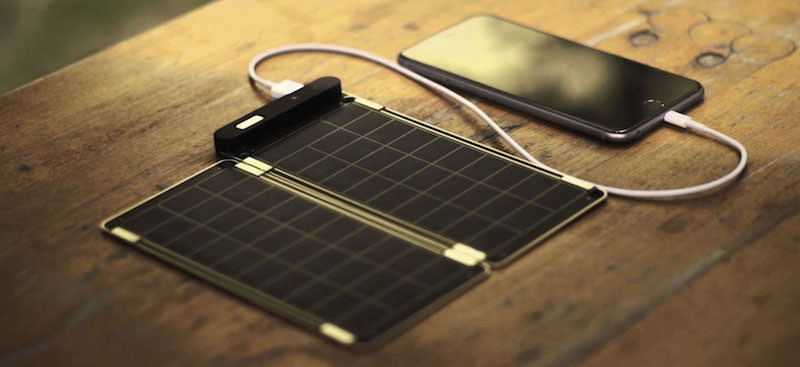 Imagen de un cargador solar para dispositivos móviles